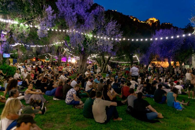 The crowd waits in La Jardin de l'Olivaie for the performers in Les Nuits Guitares.