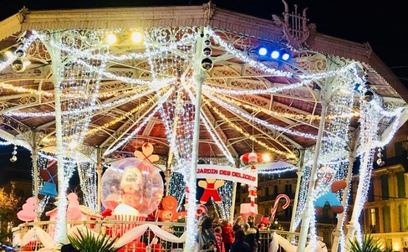Christmas cottage with decors and animations, Cannes, France